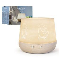 Difusor ultrassónico adequado para uso no quarto das crianças. Com difusão suave e luz ambiente com várias opções de intensidade.