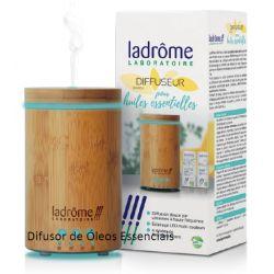 Difusor de óleos essenciais  com acabamento em bambu e difusão ultrassónica.