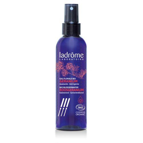 De delicado perfume floral, a água floral de gerânio é tradicionalmente usada por suas propriedades adstringentes, de limpeza e revigorantes.
