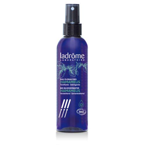 Possui propriedades antiinflamatórias leves. Acalma irritações da pele.