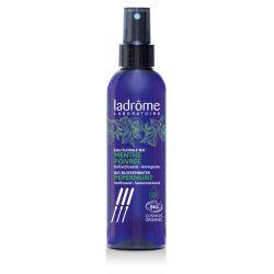 É ideal no caso de sudorese excessiva, ondas de calor ou para acalmar queimaduras.